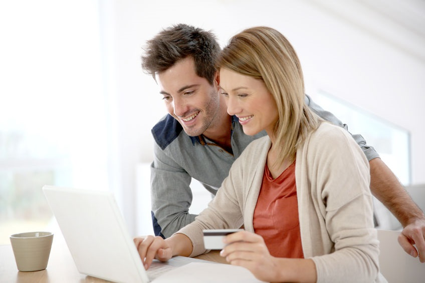 25727703 - couple at home buying on internet