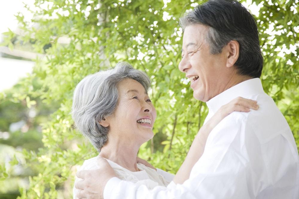 40150765 - senior couple gazing at